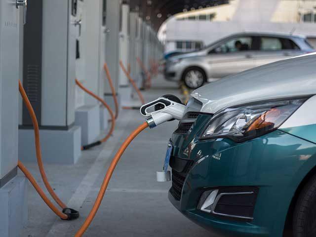 Los coches eléctricos serán más baratos que los de gasolina a partir de 2022 debido a la reducción del coste de las baterías