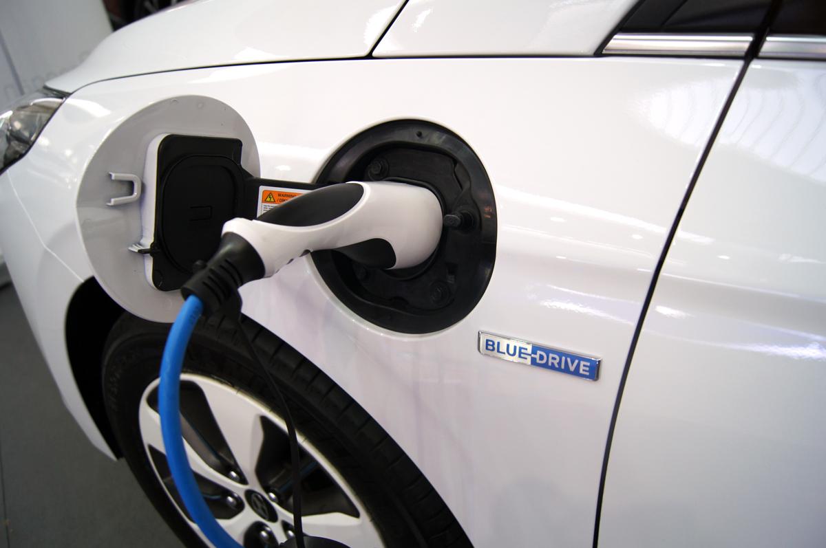 Sustituyendo un millón de coches de combustión por eléctricos se reducirían las emisiones de C02 en un 6,4%