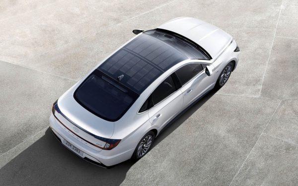 Hyundai estrena su primer coche híbrido solar que recarga las baterías